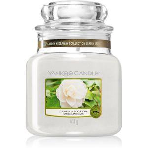 Yankee Candle Camellia Blossom vonná svíčka Classic střední 411 g
